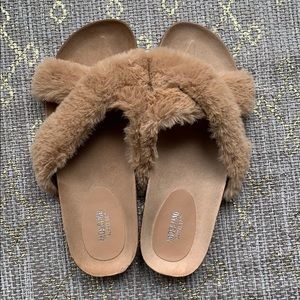 Mossimo faux fur cork sandals NWOT